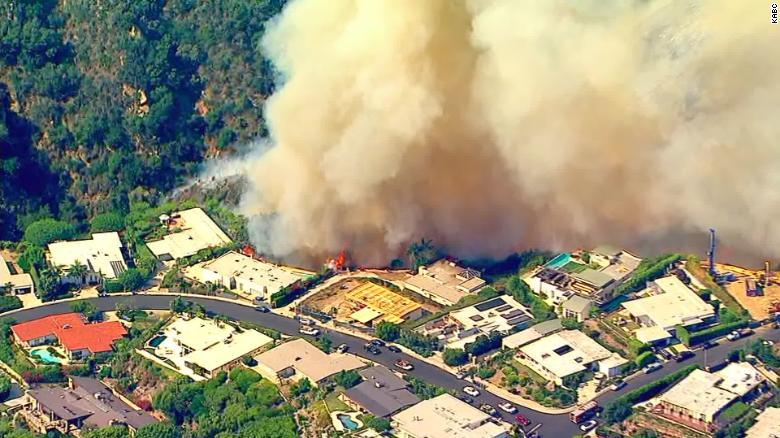 洛杉矶大火 百万豪宅岌岌可危