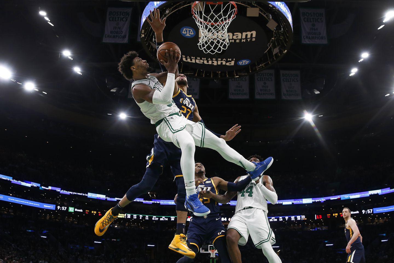 NBA职篮昨天传出有四名布鲁克林活塞队的球员确诊感染新型肺炎