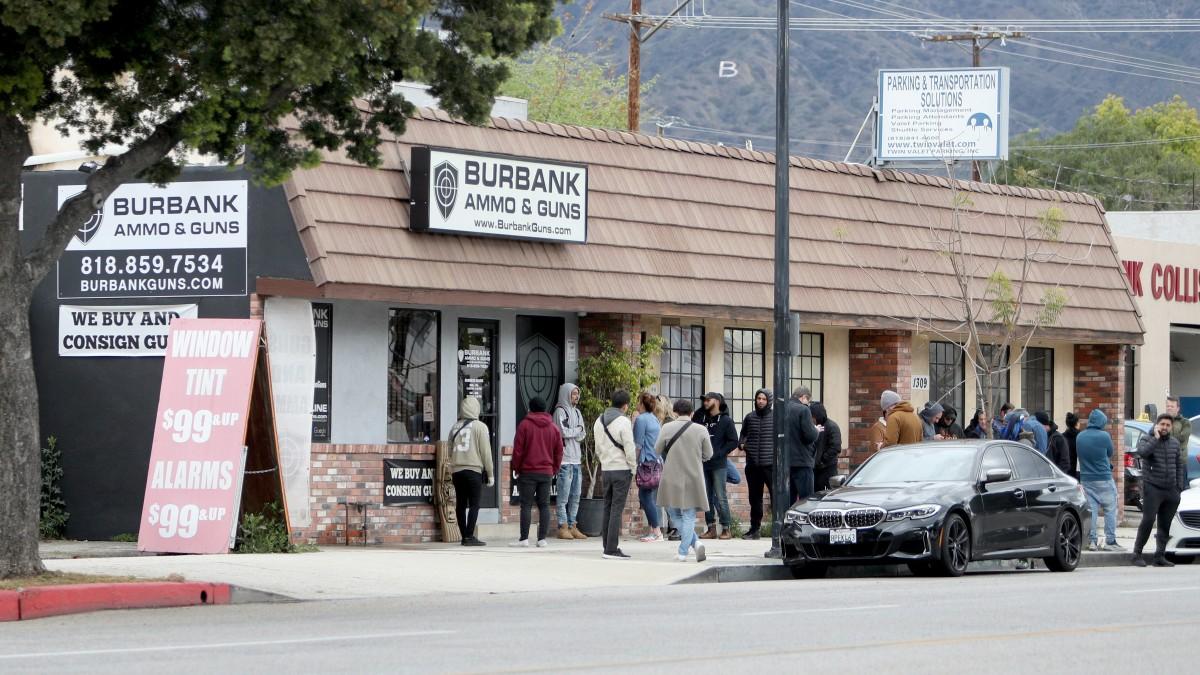 洛杉矶县警局局长26日勒令关闭所有枪店