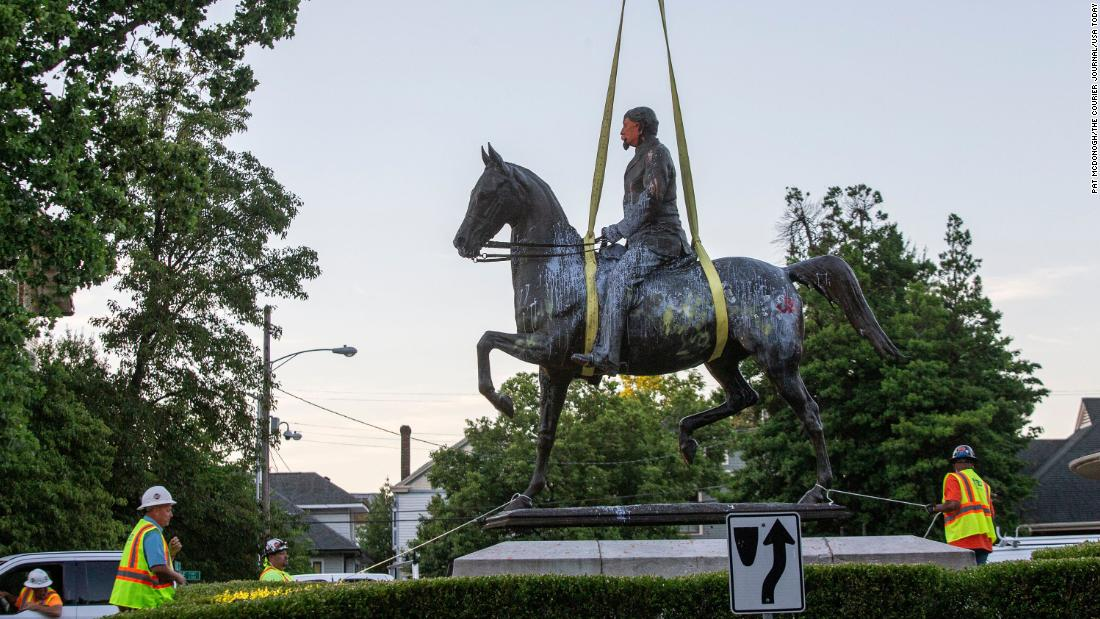 美国反种族主义示威潮中,纷纷倒下的邦联纪念碑