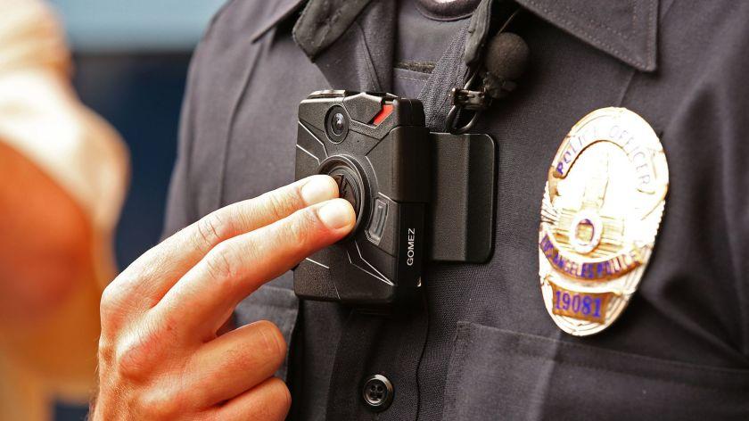 橙县尔湾市批准执勤警察随身佩戴摄影装置