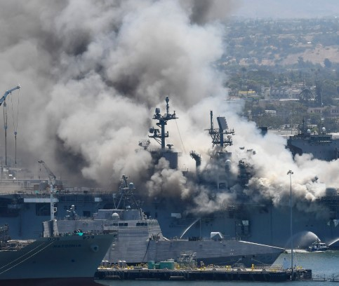 """圣地亚哥""""好人查理号""""攻击舰起火已造成63人受伤"""