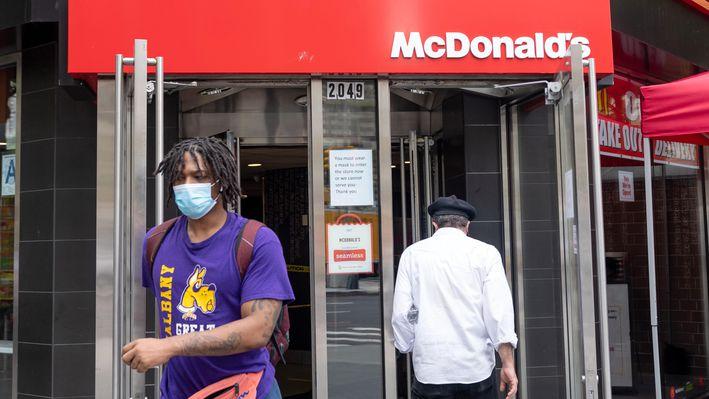 麦当劳要求美国1.4万家分店进店顾客必须带口罩