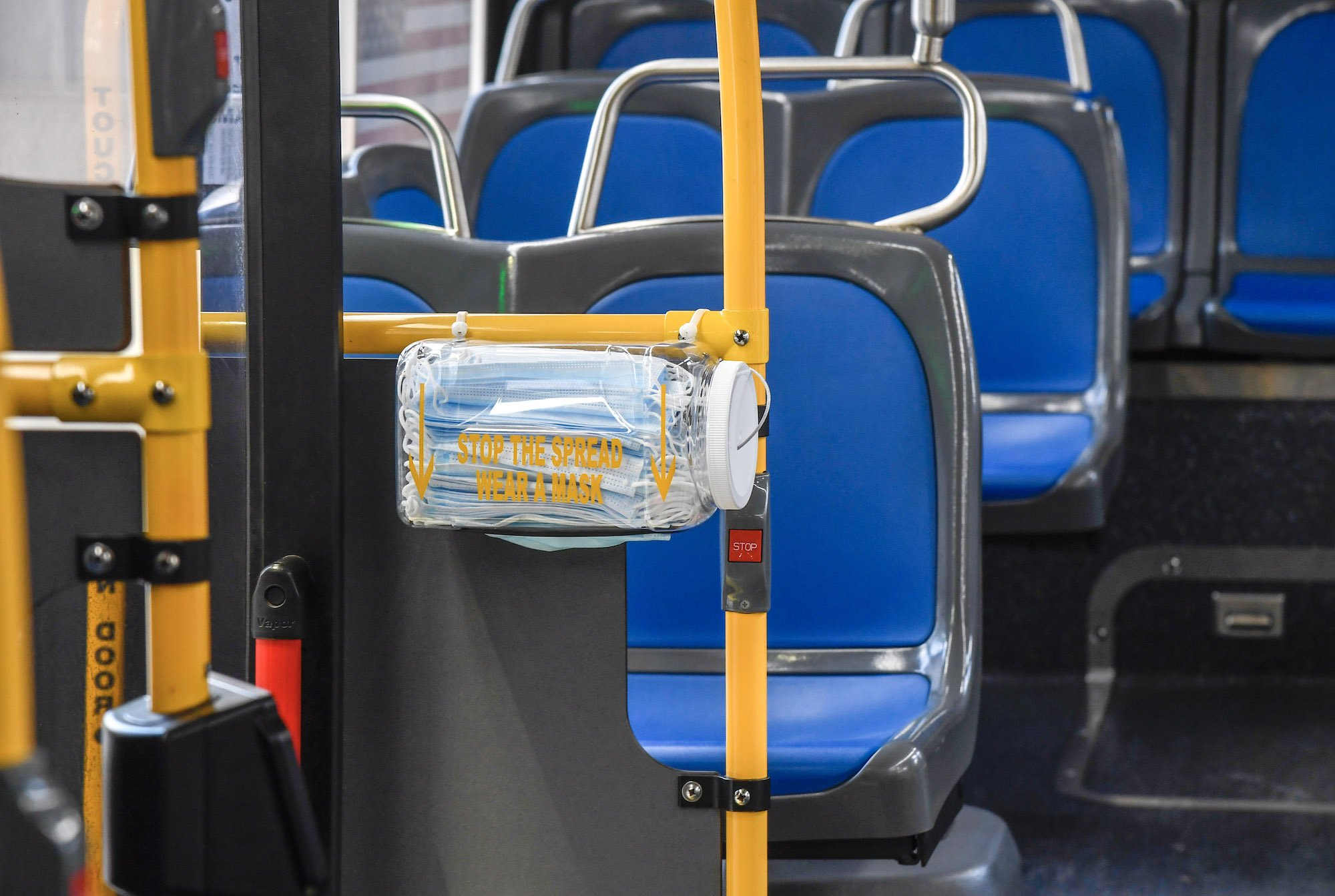 纽约公交车将免费向乘客分发口罩