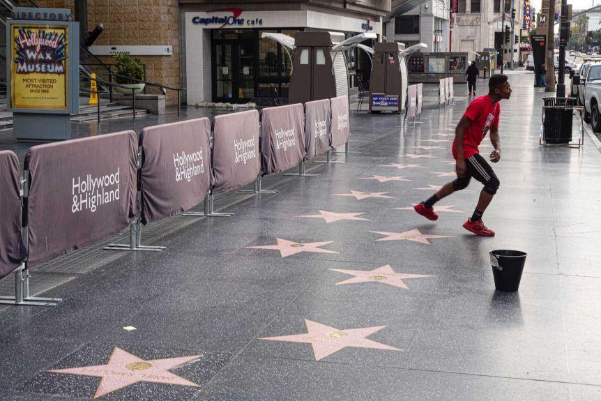 洛杉矶热门景点好莱坞大道疫情期间遇冷