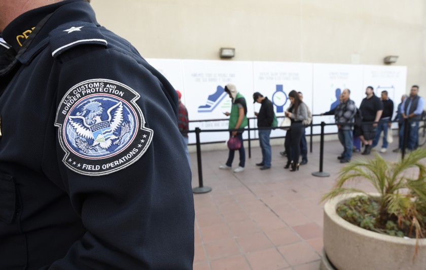 联邦法院裁定合法移民使用社会福利拒绝申请绿卡法案不宜推行