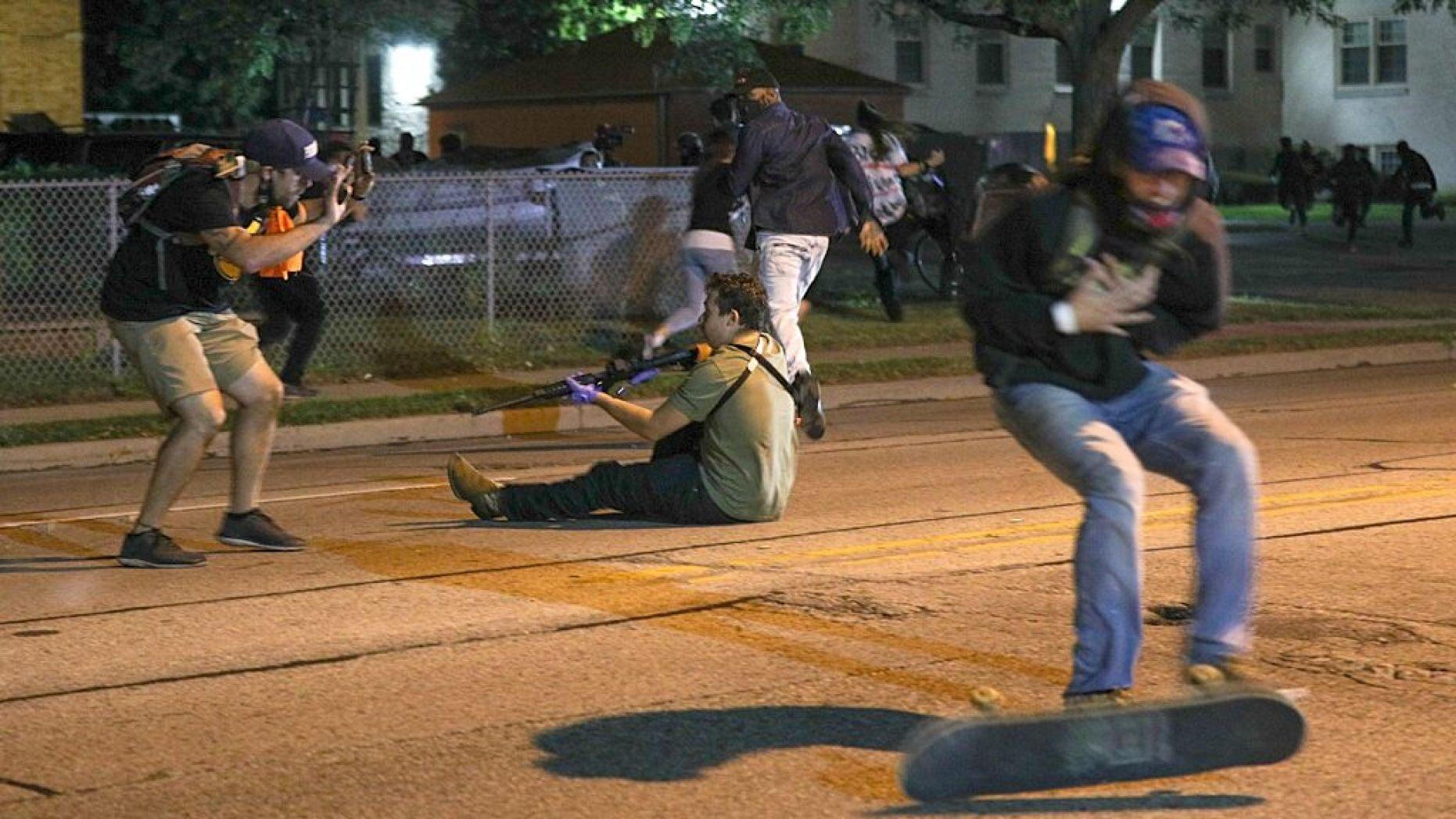 突发!威州反警示威酿枪乱,2死1伤,嫌犯仅17岁