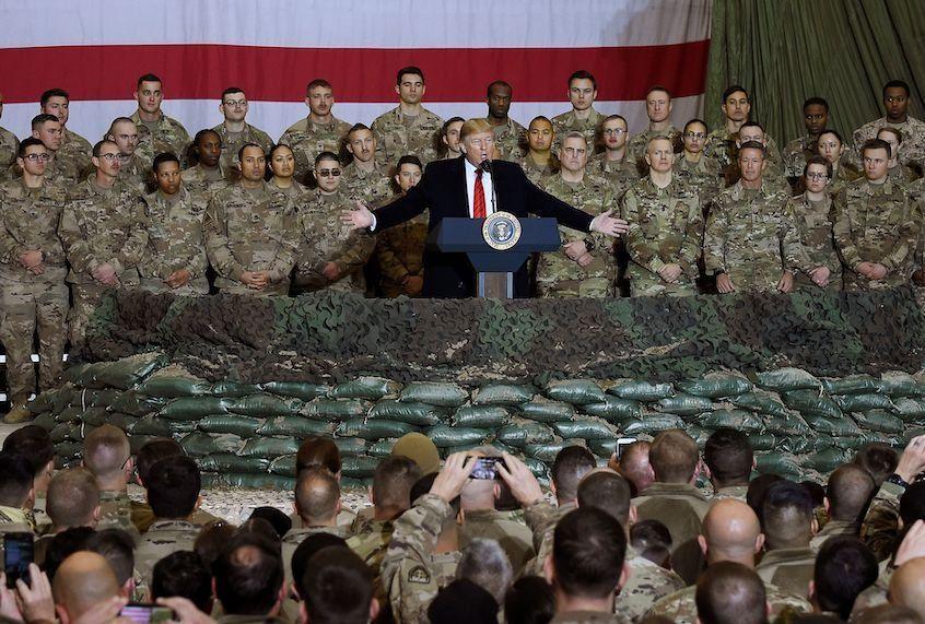 民调显示美国现役军人只有37.4%支持特朗普总统连任