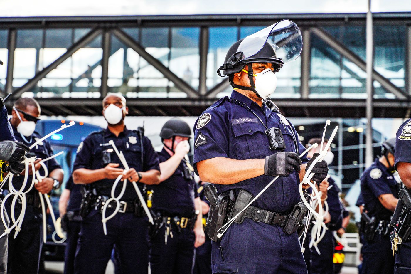 洛杉矶市警局局长:执法人员可能比普通人更容易出现心理健康问题