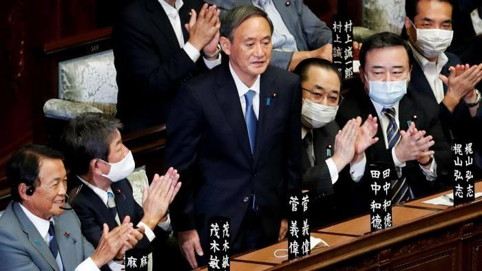 日本新任首相菅义伟及新内阁昨晚上任