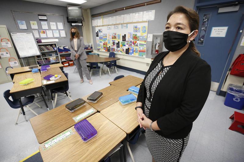 洛杉矶县县政委员会允许县内学校申请恢复面授课程