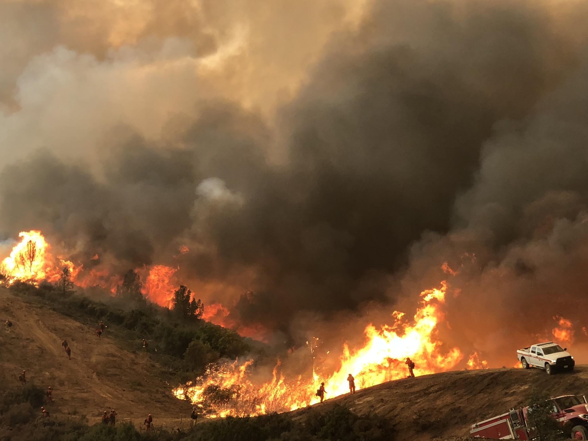 受极端天气影响,山猫野火扑灭日期再次推迟至10月30日