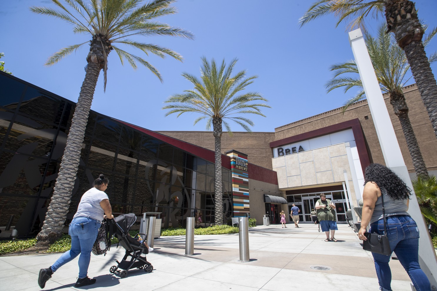 洛杉矶县室内行业将在10天内采取分阶段开放