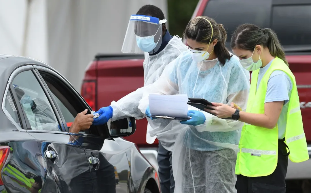 10/8美国疫情更新:34名白宫相关人员确诊感染新冠;CDC预测,月底美国将有233,000人死亡