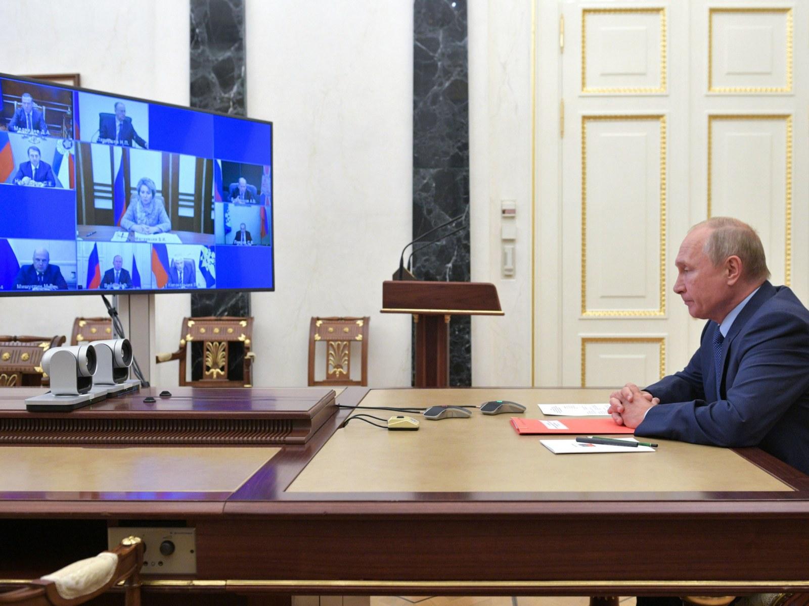 """俄罗斯表示与美国的""""新战略武器裁减条约""""延长一年"""