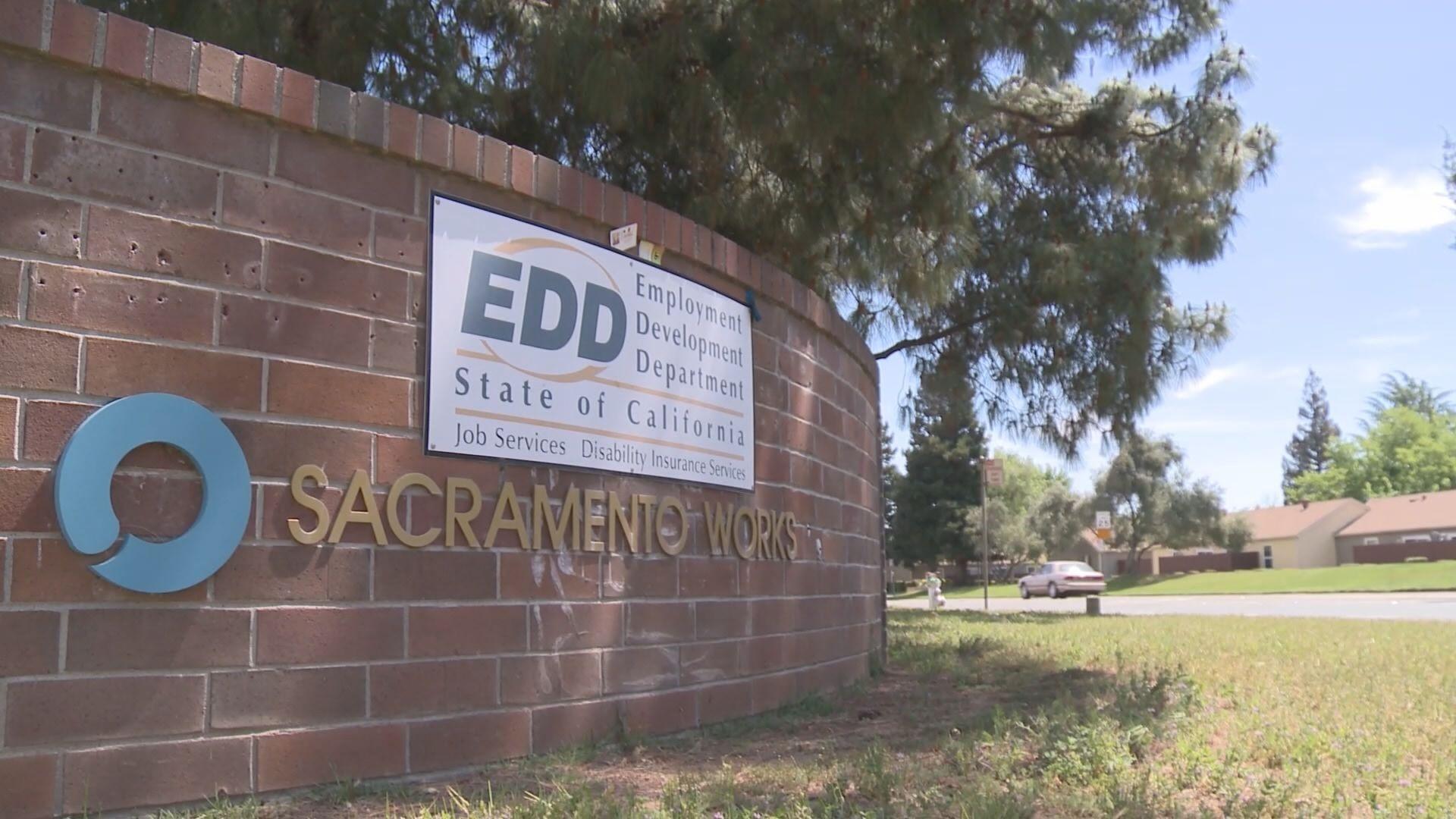 加州政府追查失业金冒领将冻结至少35万张EDD签帐卡