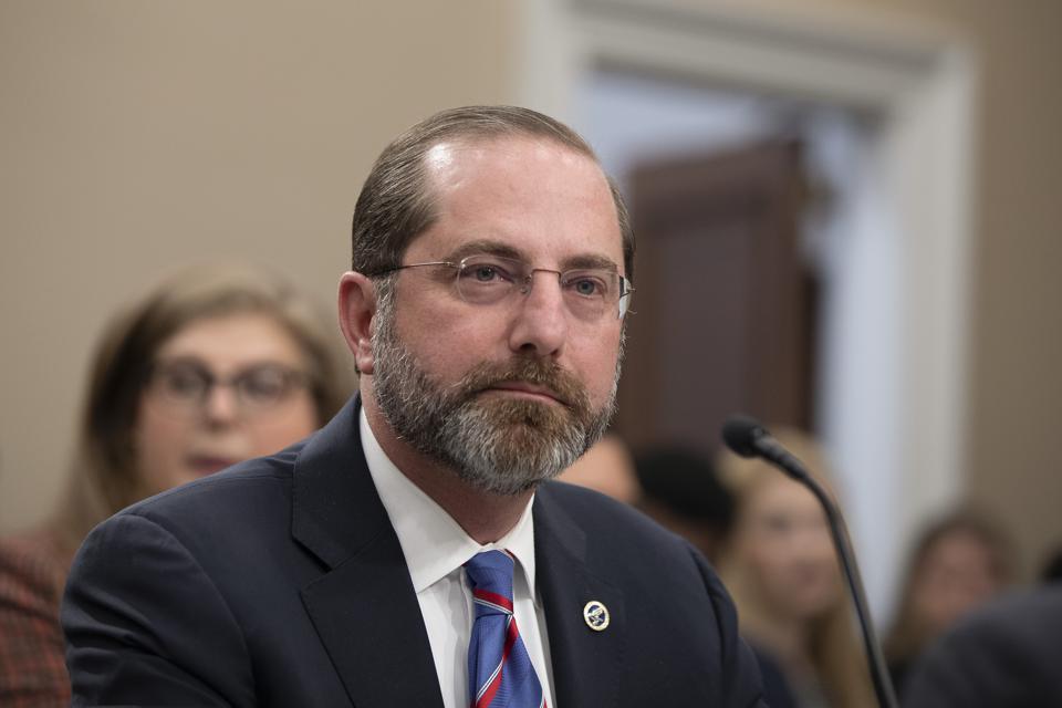 美国卫生部长:预计年底前可获得FDA授权新冠疫苗