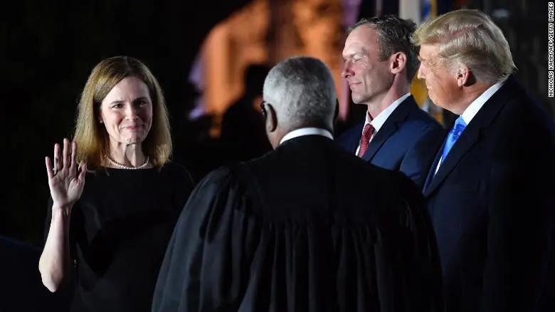 巴雷特宣誓就任美最高法院大法官