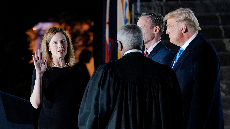 联邦参议院批准特朗普提名的巴雷特出任最高法院大法官