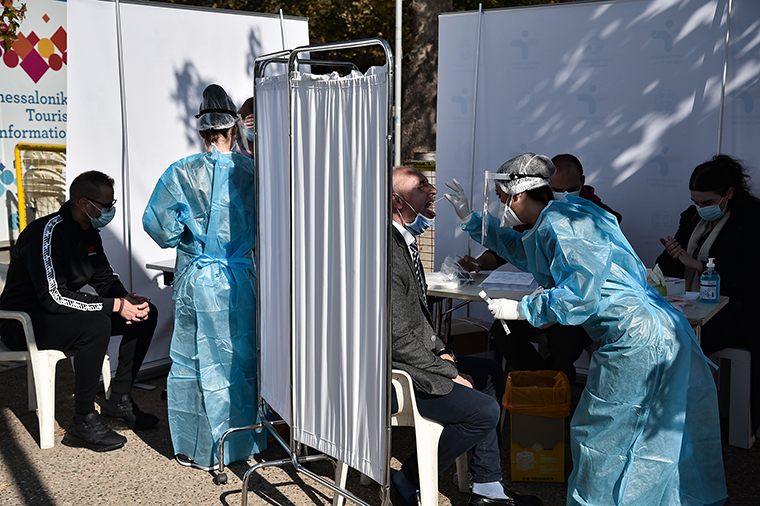 10/29美国疫情更新:美国确诊病例破900万;CDC预测,到11月21日将有256,000美国人死于新冠病毒