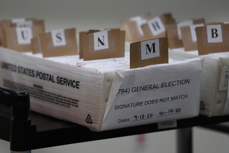 美国邮政已送出1.22亿张空白选票,但仍存来不及寄回可能