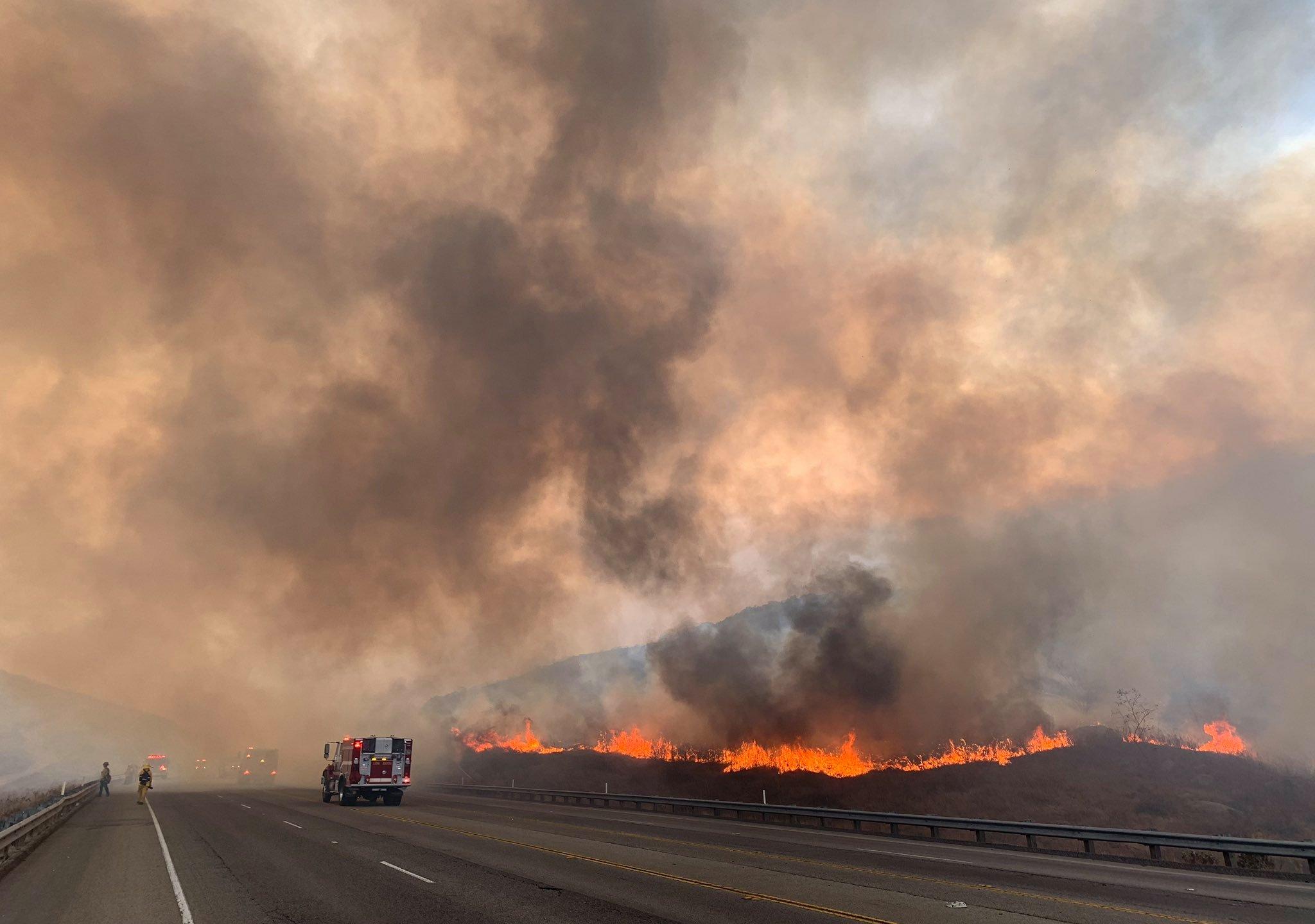 圣伯纳汀诺县周日突发野火延烧近75英亩