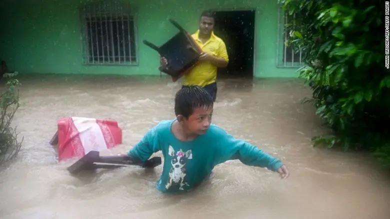 热带风暴伊塔袭击了中美洲地区,造成至少100人死亡