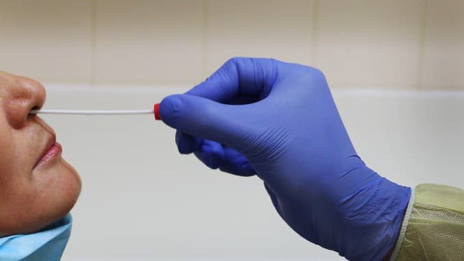 FDA批准第一款家用新冠自行检测套组