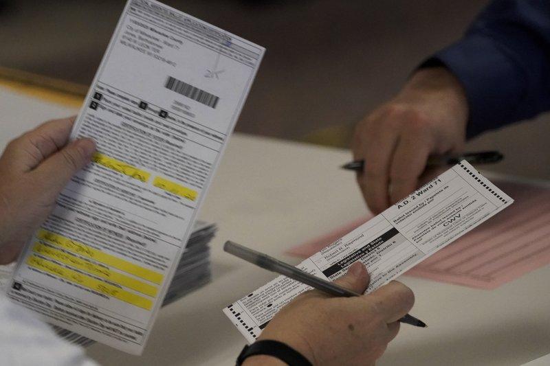 特朗普阵营要求在威州两郡重新计票