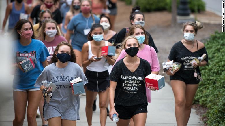 11/20美国疫情更新:疫情迅速席卷美中西部 高校确诊飙升;加州新一轮居家令周六晚十点生效