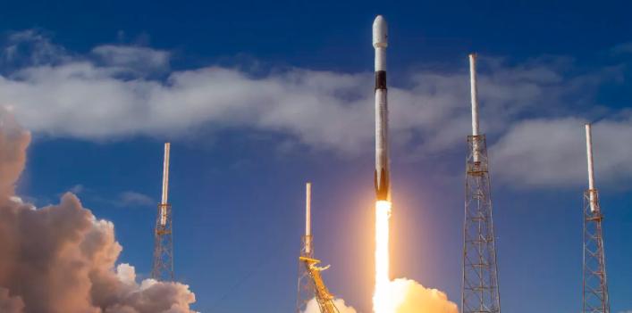 美猎鹰9号搭载60颗卫星实现一箭七飞