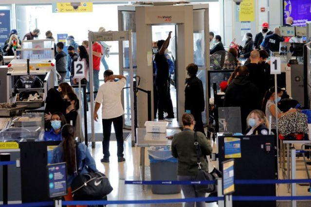 感恩节假期仍有118万美国人通过机场安检