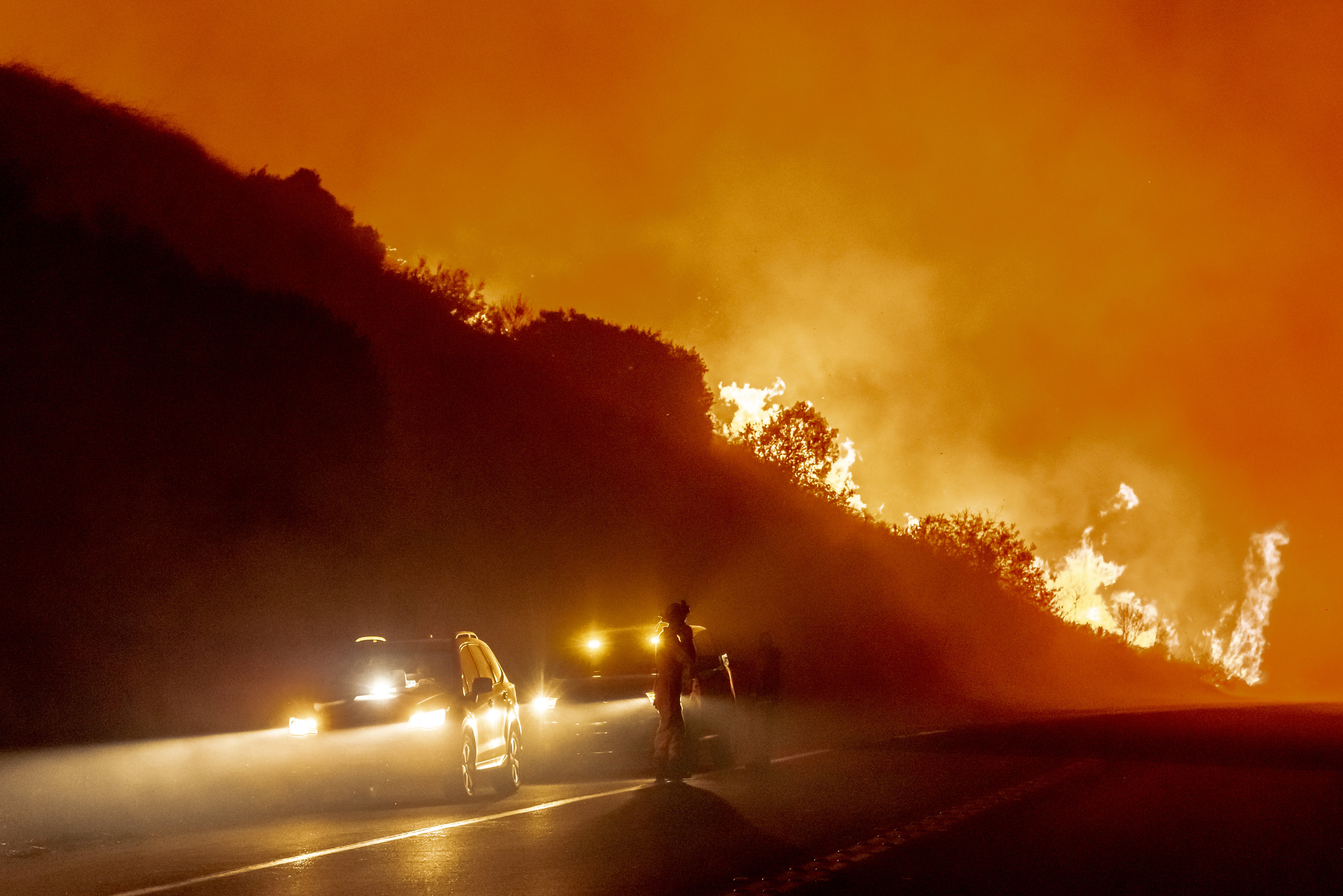 邦德山火受控面积已达50%