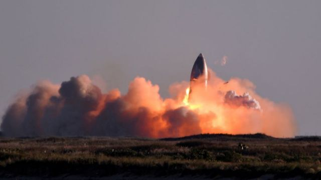 SpaceX的星舰飞船原型火箭在返程着落试验中爆炸