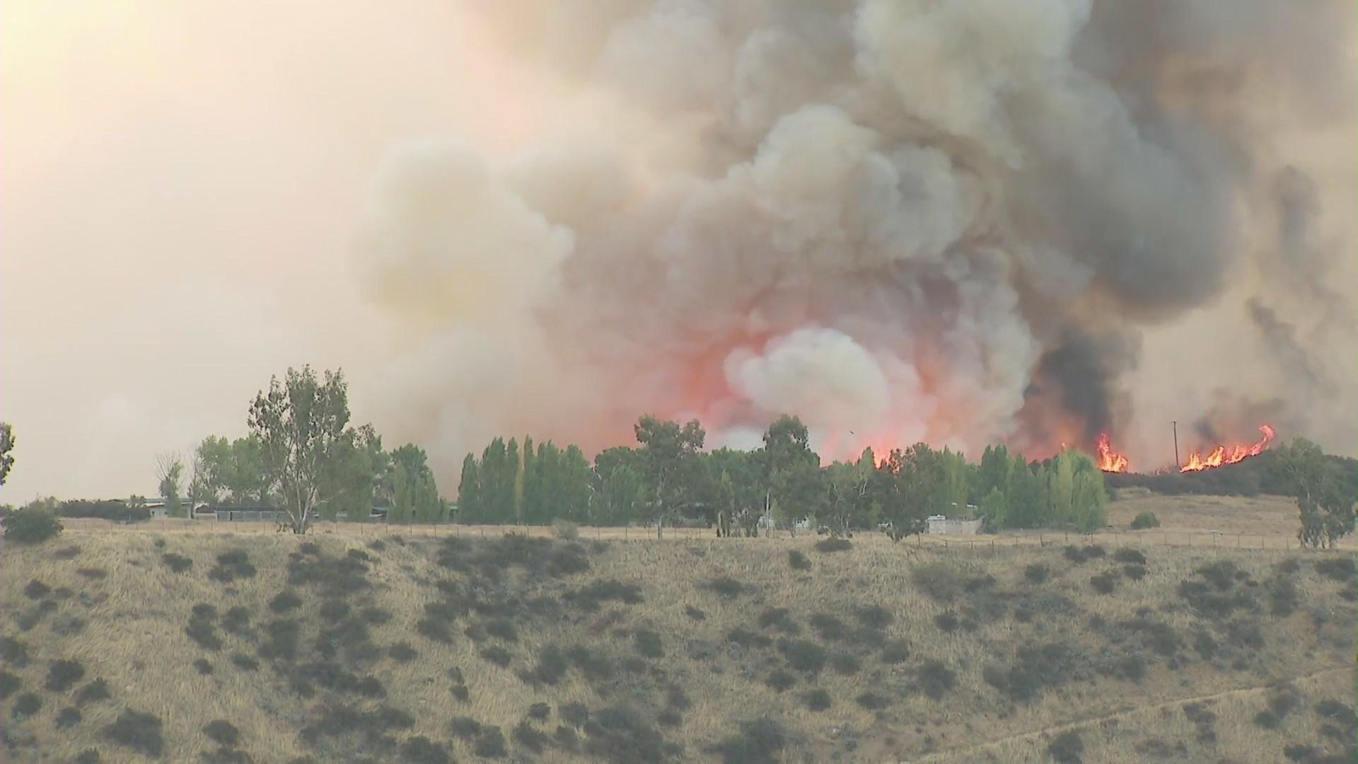 河滨县标蒙市13日发生火灾,燃烧面积达1,900英亩
