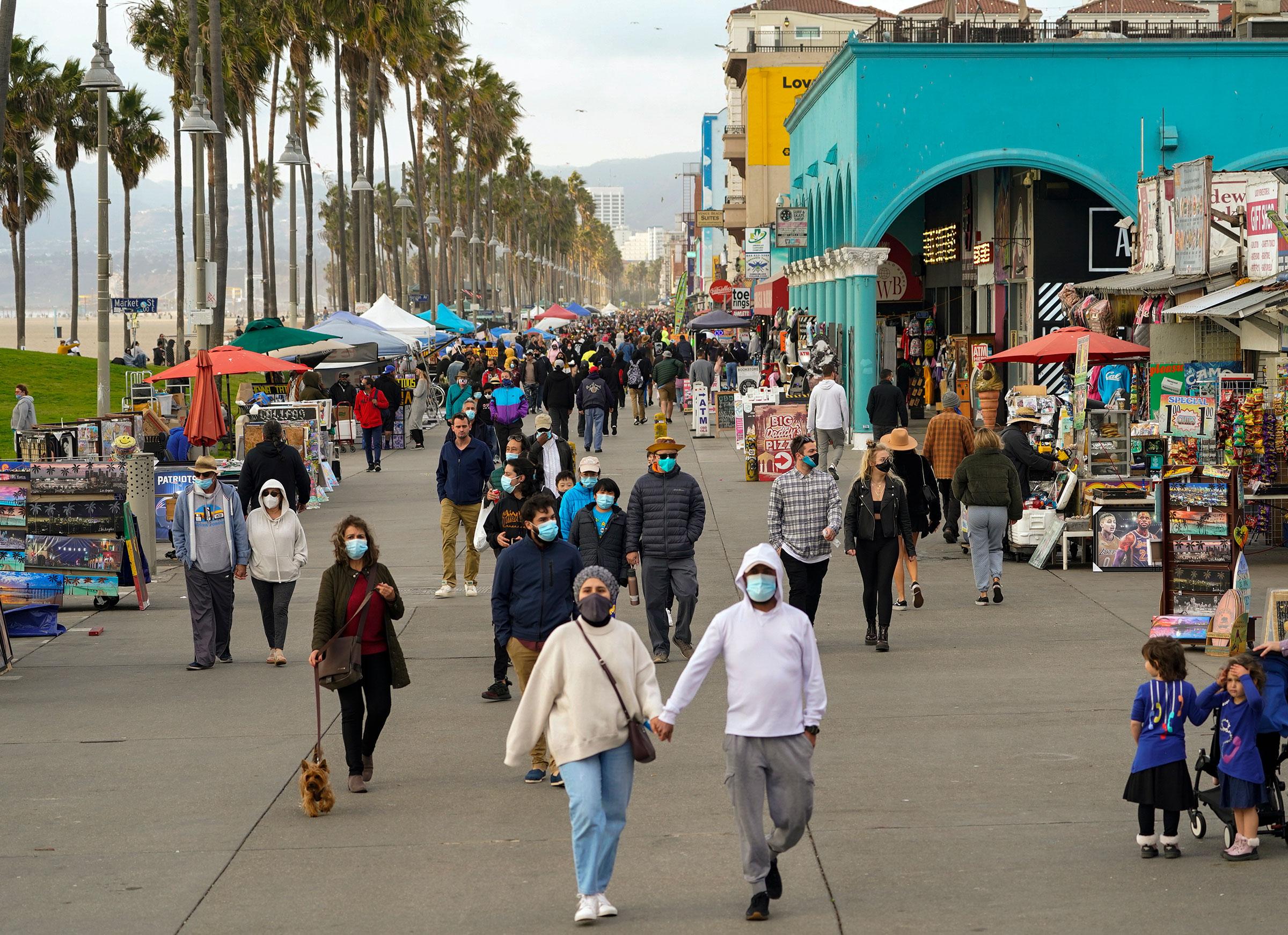 """12/28美国疫情更新:""""致命""""12月,本月已有超6.3万人死于新冠;加州居家令或将延长"""