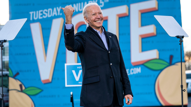 拜登与特朗普同在佐治亚州为联邦参议员重选拉票