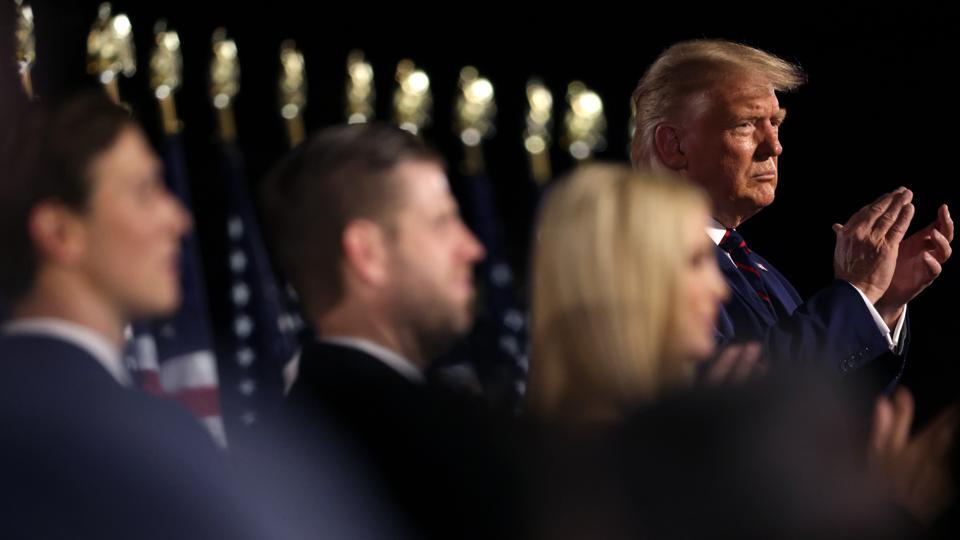 特朗普及亲信寻求特赦引法学界争议