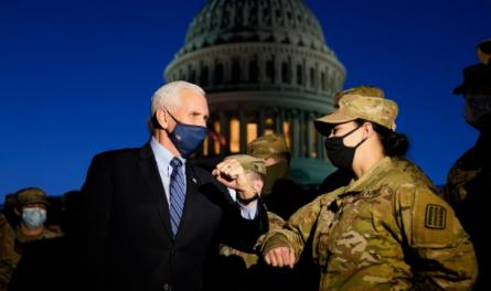 副总统彭斯前往国会山看望驻守的国民警卫队