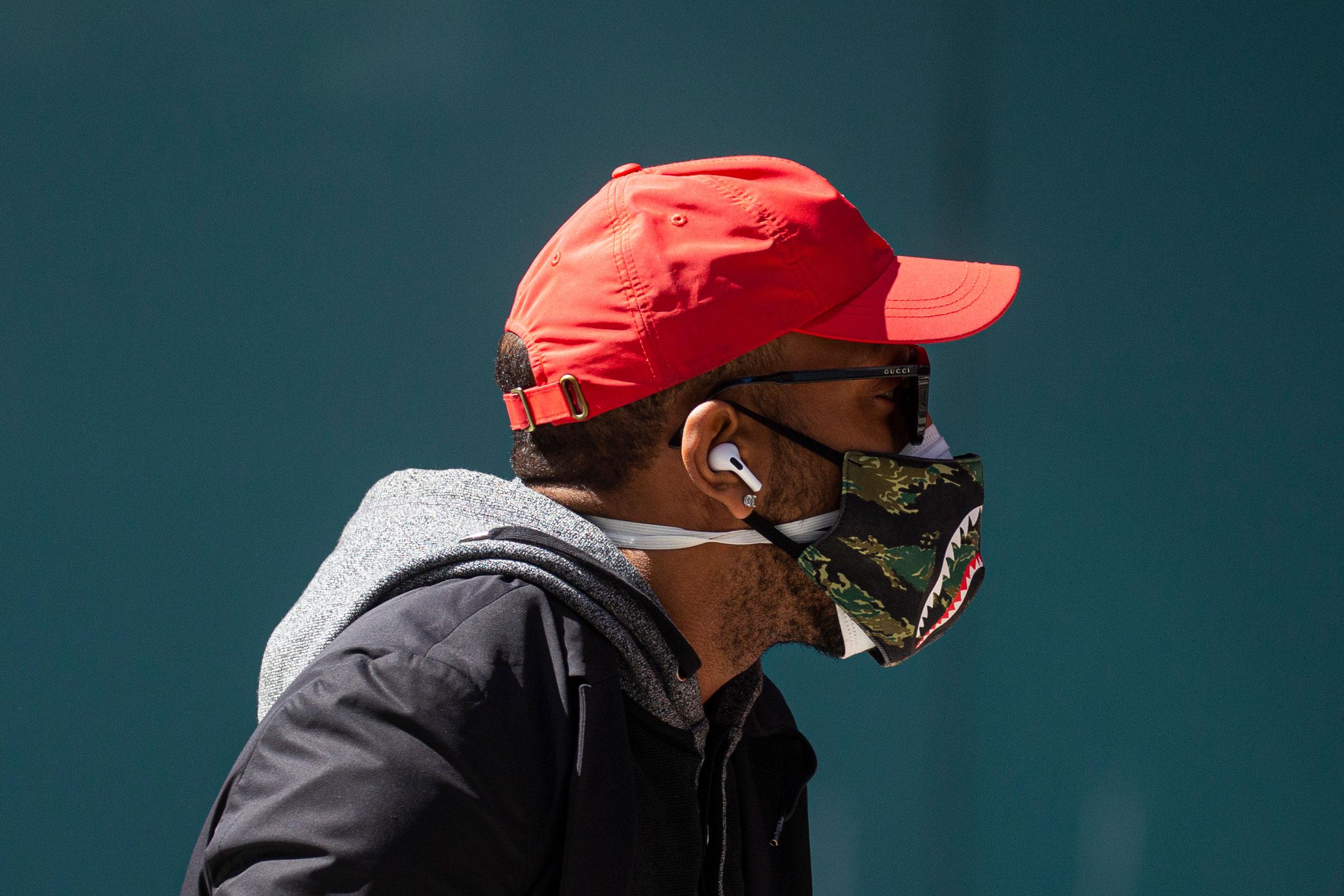 2/10美国疫情更新:加州现2起南非变异病毒;CDC:戴两层口罩可阻止92.5%的潜在感染性颗粒