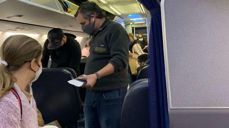 得州民众在冬季风暴中瑟瑟发抖,参议员克鲁兹与家人飞往坎昆度假