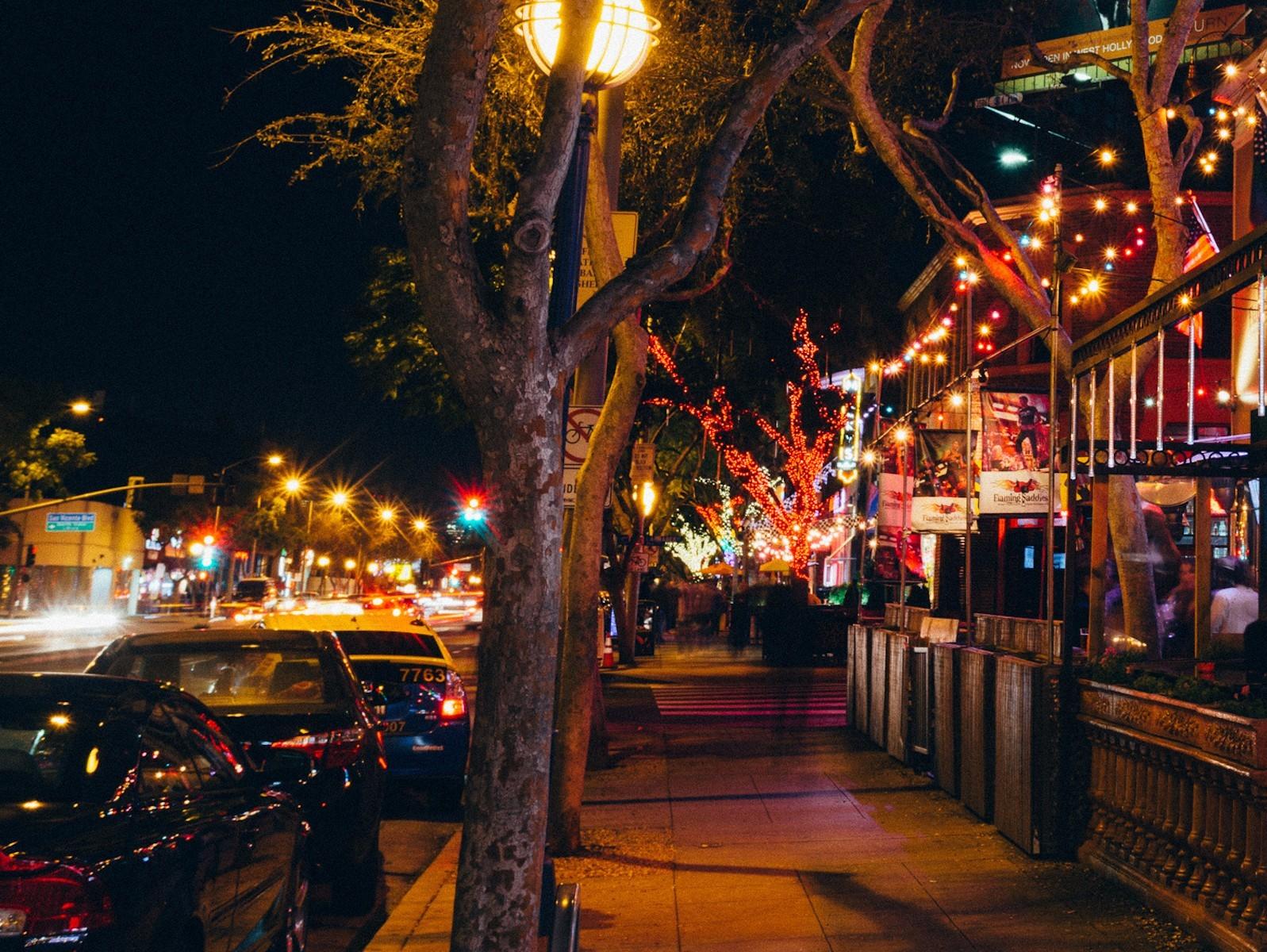 西好莱坞为扩大户外用餐实施封闭部分街区