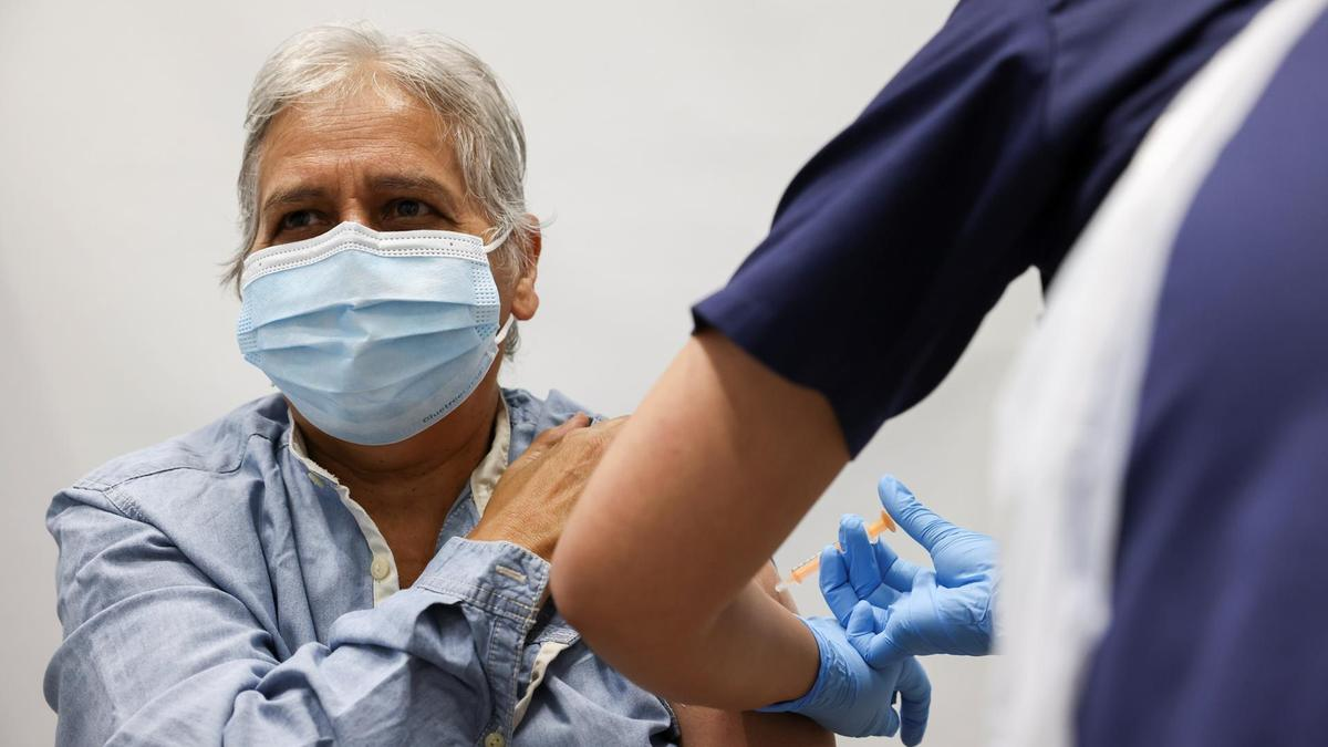 英格兰数据显示新冠疫苗在降低老年族群感染具有高效性
