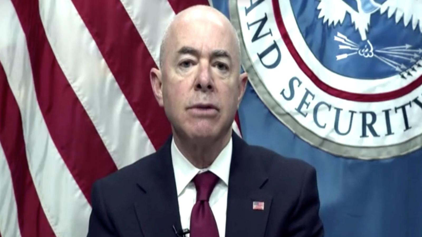 边境流民收容超负荷,国土安全局紧急关闭南部边境
