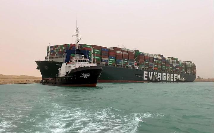 苏伊士运河上百货轮交通瘫痪!恐影响世界各地运输