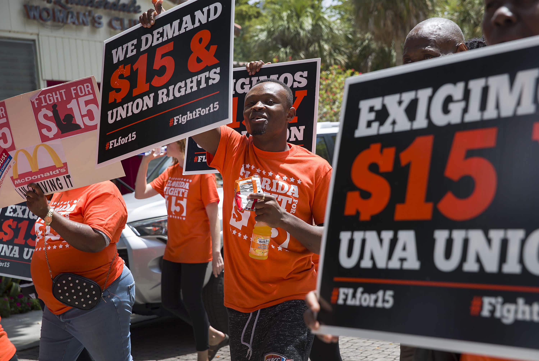 民主党希望在2025年将联邦最低工资调至15美元