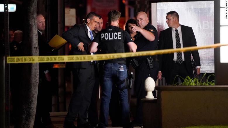 """""""可怕的大屠杀""""!加州橙县枪击事件造成四人死亡,包括一名儿童!"""