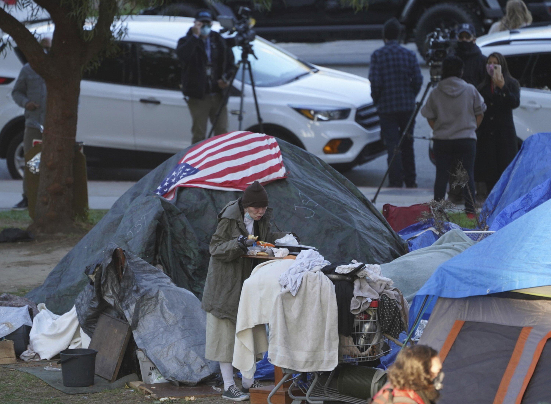 洛杉矶市议员提议在海滩停车场为流民设立临时营地
