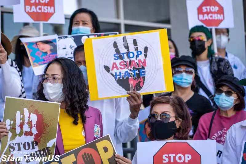 泰国城举行大规模反仇恨亚裔犯罪游行示威