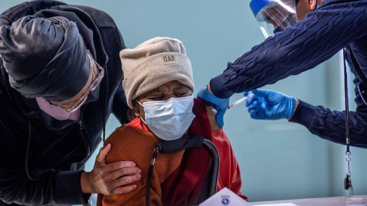 4/12美国疫情更新: 单日接种新冠疫苗人数破纪录!确诊和住院人数再次回升